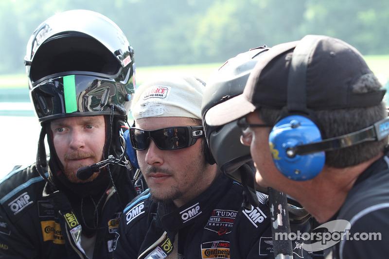 #07 TRG-AMR team assiste a corrida