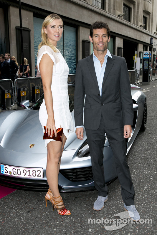 maria sharapova en mark webber met de porsche 918 spyder. Black Bedroom Furniture Sets. Home Design Ideas