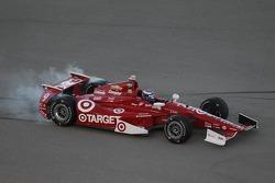 Scott Dixon, Chip Ganassi Racing Chevrolet spins