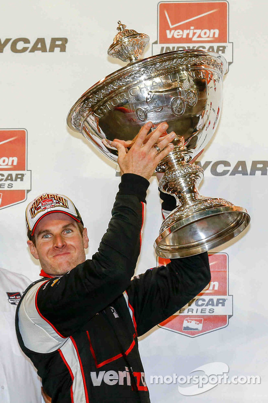 Vencedor do campeonato, Will Power comemora