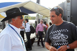 (Da sinistra a destra): Mario Andretti, con Juan Pablo Montoya