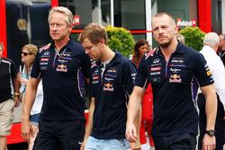 Sebastian Vettel, Red Bull Racing con  Jonathan Wheatley, Red Bull Racing Team Manager