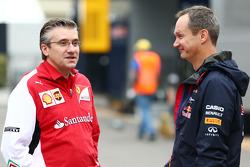 (Soldan Sağa): Pat Fry, Ferrari Yardımcı Teknik Şefi ve Yarış Mühendisliği Bölüm Başkanı ve Paul Monaghan, Red Bull Racing Baş Mühendisi