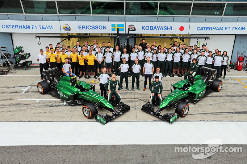(L to R): Marcus Ericsson, Caterham and team mate Kamui Kobayashi, Caterham in a team photograph