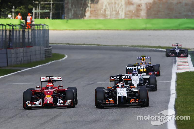 Kimi Raikkonen, Ferrari F14-T y Nico Hulkenberg, Sahara Force India F1 VJM07 batalla por la posición