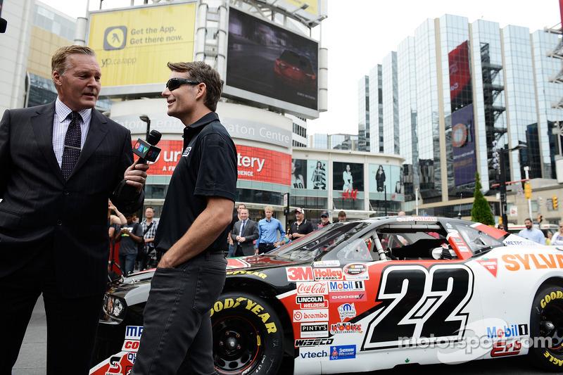 Jeff Gordon, Hendrick Motorsports Chevrolet visita Toronto come parte del tour Chase across North America