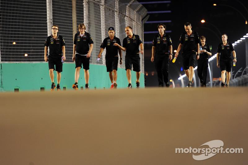 Sergio Perez, Sahara Force India F1, cammina in circuito