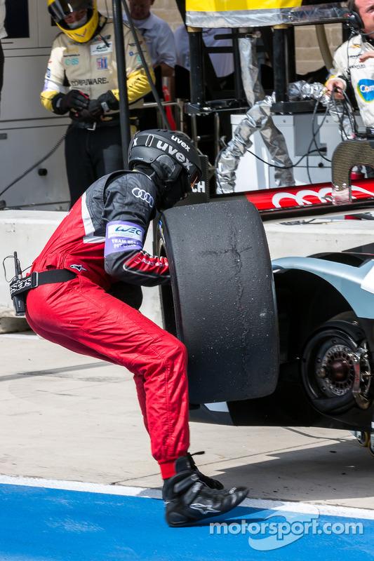 Troca de pneu para #2 Audi