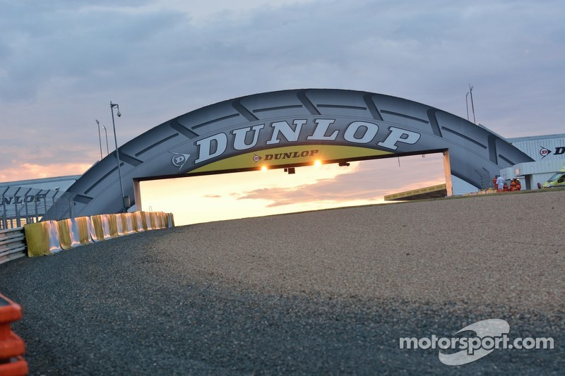 Dunlop bridge at sunrise