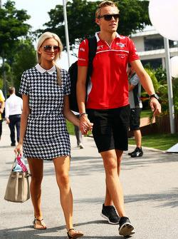 Max Chilton, Marussia F1 Team con la sua fidanzata Chloe Roberts