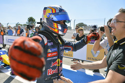 Переможець гонки Карлос Сайнс-молодший