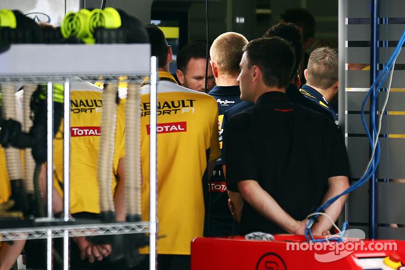 Christian Horner, Red Bull Racing Takım Patronu Sebastian Vettel'in takımdan ayrılışını personele bi