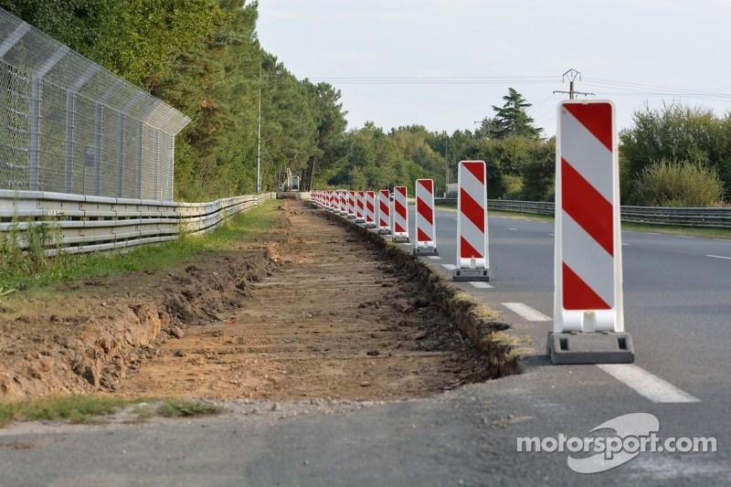 Lavoro per ampliare i bordi nel tratto tra la curva Mulsanne e la curva Porsche