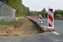 开始拓宽Mulsanne弯到保时捷弯防护工作