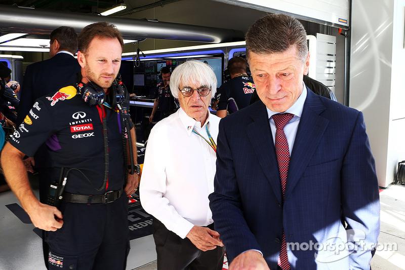Christian Horner, Red Bull Racing Takım Patronu ve Bernie Ecclestone, ve Dmitry Kozak, Rusya Başbakan Yardımcısı