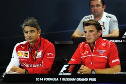 (Soldan Sağa): Marco Mattiacci, Ferrari Takım Müdürü ve Graeme Lowdon, Marussia F1 Takımı Baş Yöneticisi FIA Basın Konferansı'nda