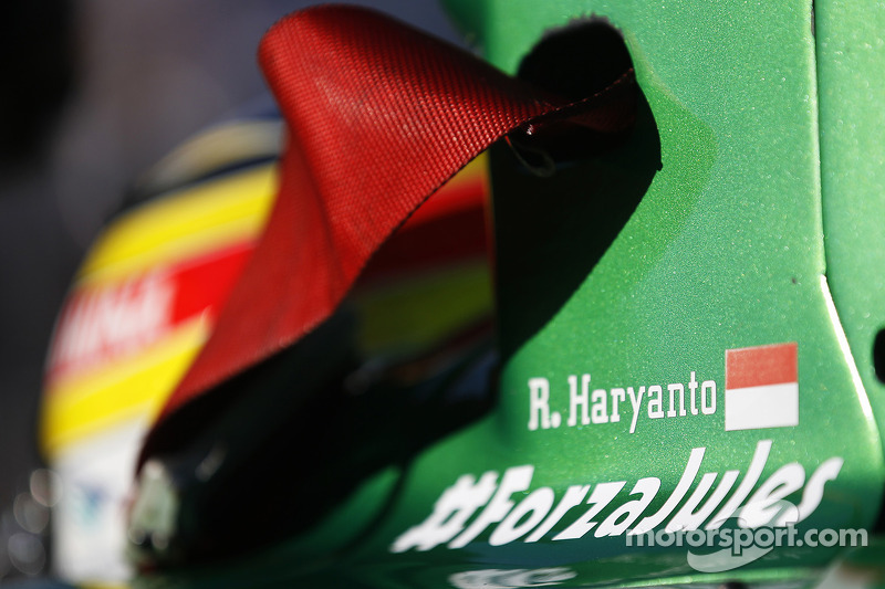 #ForzaJules en el auto de Rio Haryanto