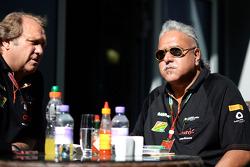 Robert Fernley, Sahara Force India F1 Team Subdirector de equipo con el Dr. Vijay Mallya, dueño del equipo de Sahara Force India F1