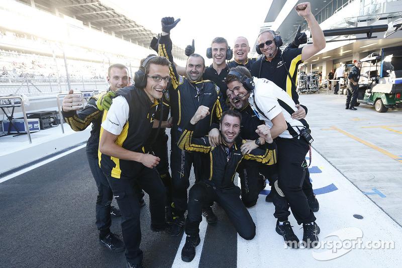 Il team DAMS festeggia la vittoria