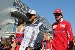 Felipe Massa, Williams with Fernando Alonso, Ferrari en el desfile de pilotos
