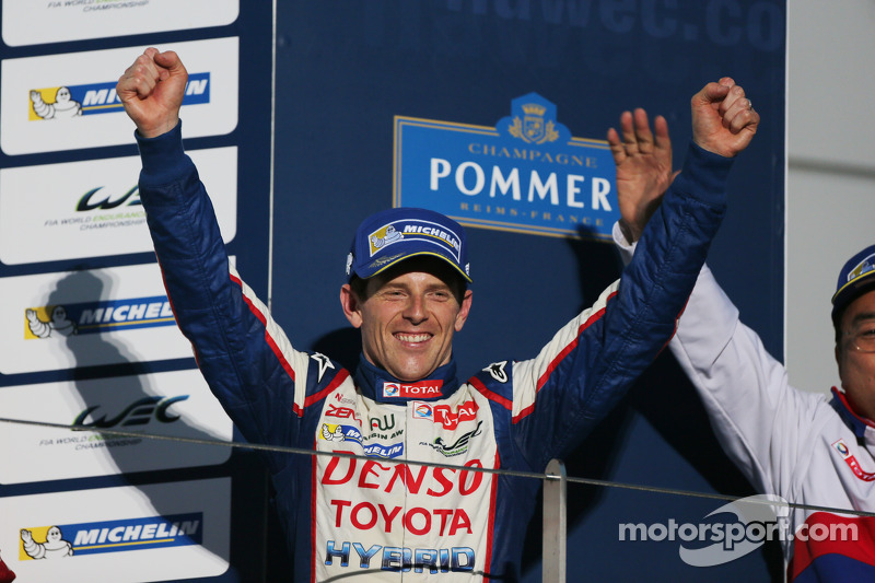 Ganador de la Carrera Anthony Davidson celebra