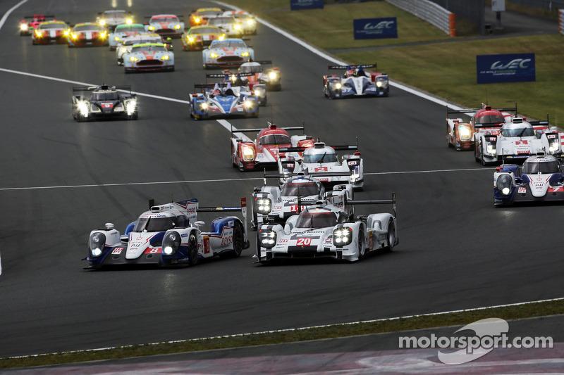 Via: #8 Toyota Racing Toyota TS040-Hybrid: Anthony Davidson, Sebastien Buemi e #20 Porsche Team Porsche 919 Hybrid: Mark Webber, Brendon Hartley, Timo Bernhard al comando