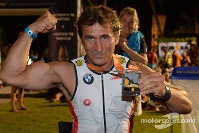 Alex Zanardi compete no triatlo do Havaí