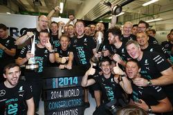Nico Rosberg fête le titre mondial des constructeurs avec l'équipe