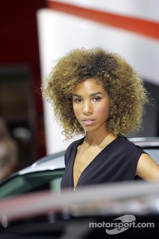 Meninas do Paris Auto Show