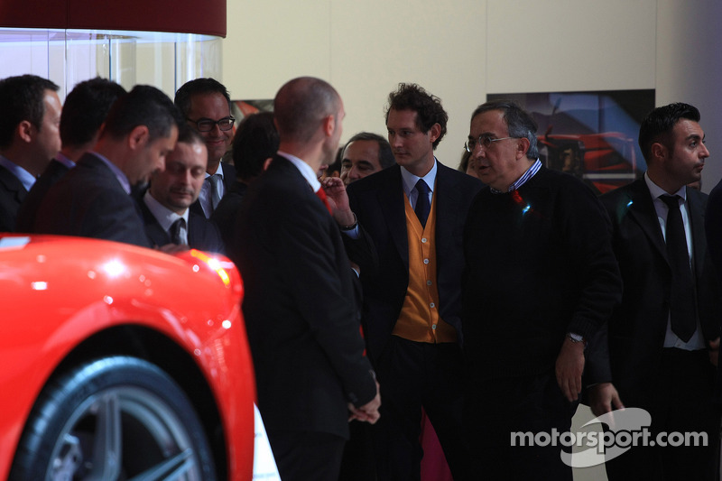 John Elkann (ITA) Presidente Fiat e Sergio Marchionne (ITA) Fiat Chrysler Group Ceo con la nuova Ferrari 458 Speciale A