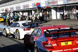 尼克·穆勒, 罗斯伯格-奥迪运动车队,奥迪 RS 5 DTM,和瓦塔里·佩特罗夫,梅赛德斯AMG车队 Mucke DTM,梅赛德斯 AMG C-Coupe赛车,在维修通道里
