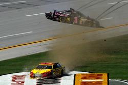 Crash: Joey Logano, Team Penske, Ford; Jamie McMurray, Ganassi Racing, Chevrolet