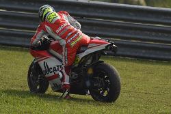 Cal Crutchlow, Ducati Team en problemas