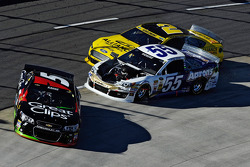 Brian Vickers e Kasey Kahne involved in a crash