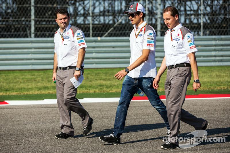 Adrian Sutil, Sauber walks the circuit