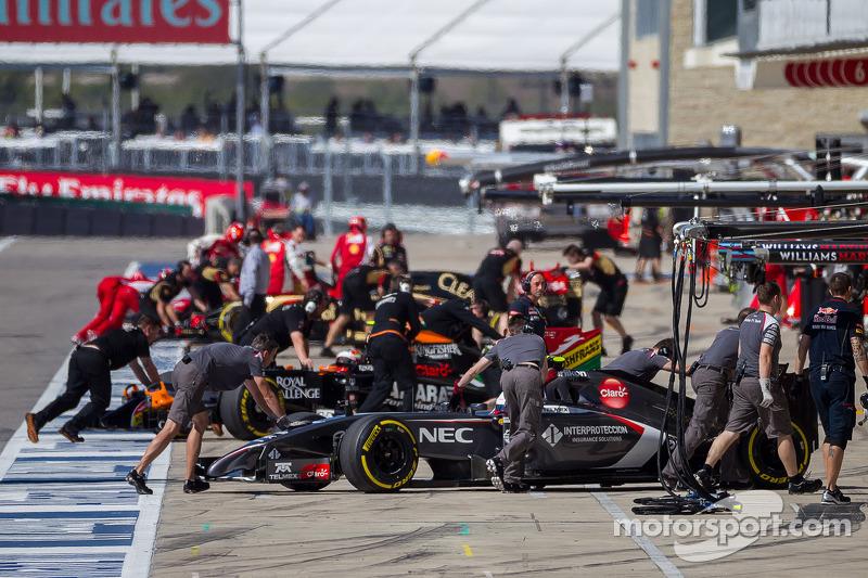 Esteban Gutierrez, Sauber C33; Sergio Perez, Sahara Force India F1 VJM07 and Pastor Maldonado, Lotus