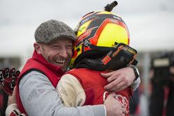 Vincent Vosse celebra com vencedor Laurens Vanthoor