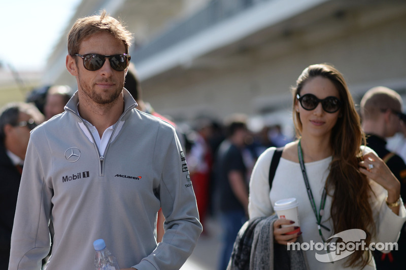 (L to R): Jenson Button, McLaren with his girlfriend Jessica Michibata (JPN)