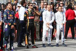 (Da sinistra a destra): Daniel Ricciardo, Red Bull Racing; Romain Grosjean, Lotus F1 Team; Valtteri Bottas, Williams; e Felipe Massa, Williams sulla griglia di partenza