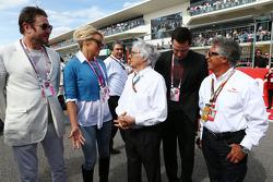 Simon Le Bon avec Palema Anderson et Mario Andretti sur la grille