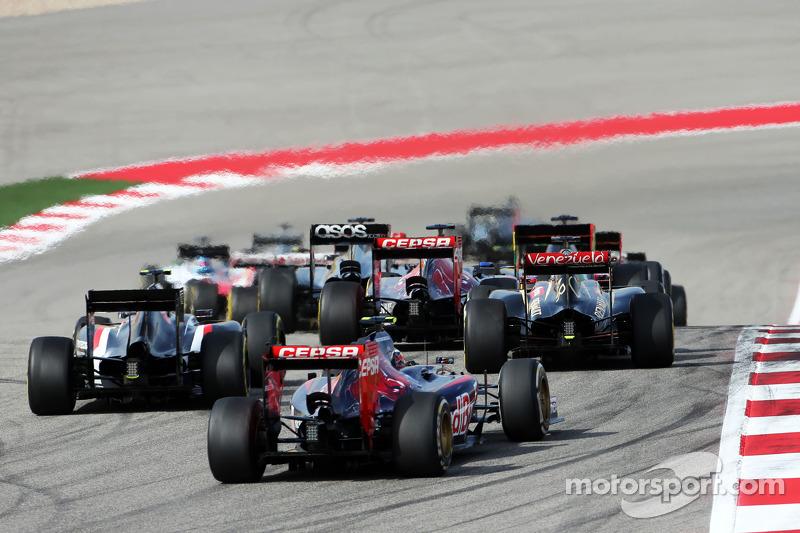 Daniil Kvyat, Scuderia Toro Rosso STR9 at the start of the race