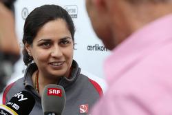 Monisha Kaltenborn, Sauber Team Principal con i giornalisti