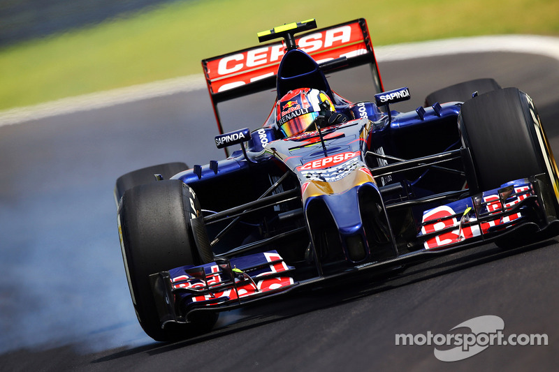 Daniil Kvyat, Scuderia Toro Rosso STR9 locks up under braking