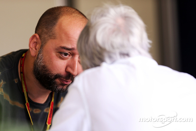 Gerard Lopez, Principal Lotus F1 Team con Bernie Ecclestone (GBR)