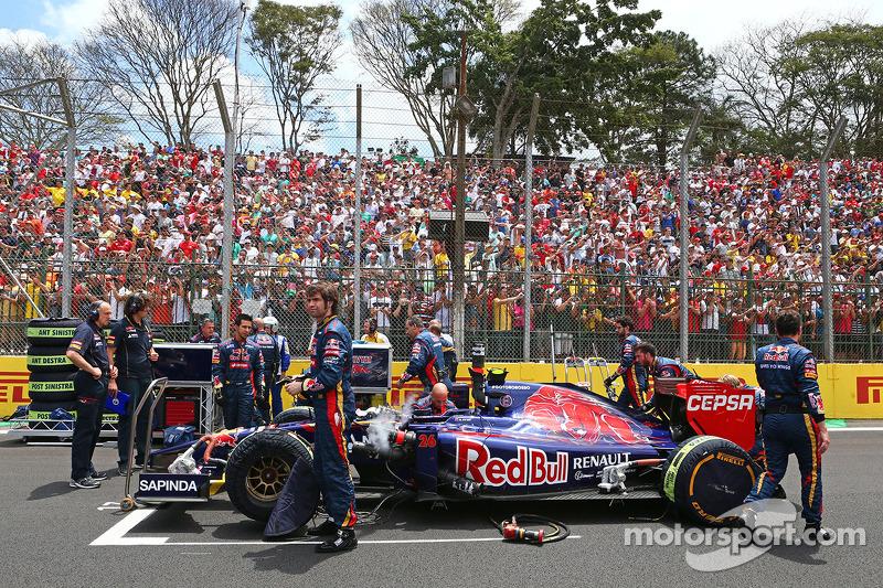 Daniil Kvyat, Scuderia Toro Rosso STR9 on the grid