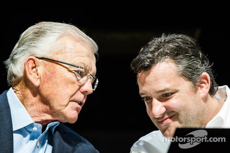 Conferencia de prensa de los contendientes por el campeonato: dueño del equipo Joe Gibbs, Tony Stewart, Stewart-Haas Racing Chevrolet