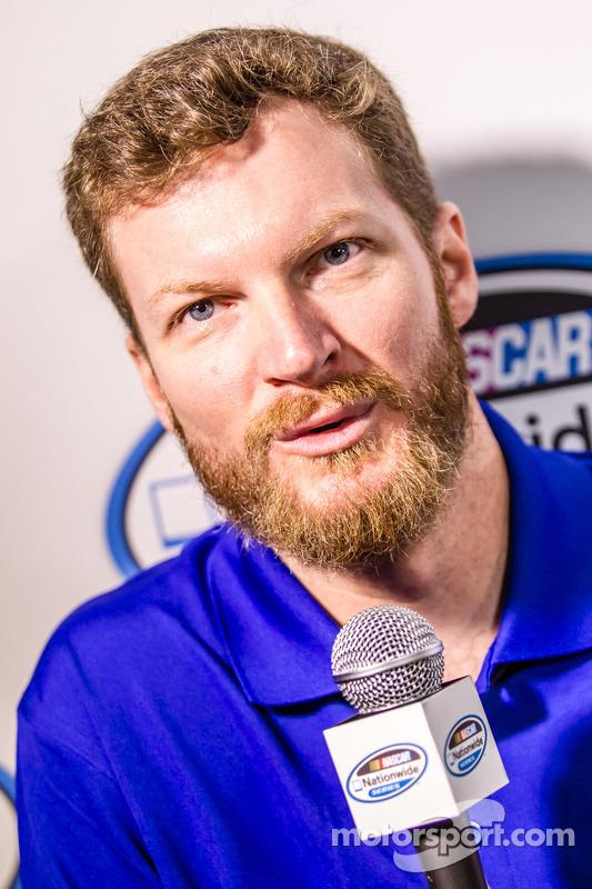 Conferência de imprensa da Nationwide Series e Camping World Truck Series: chefe de equipe Dale Earnhardt Jr.