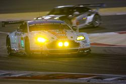 السيارة رقم 99 أستون مارتن ريسينغ: أليكس ماكدول، عبدالعزيز الفيصل، فيرناندو ريس
