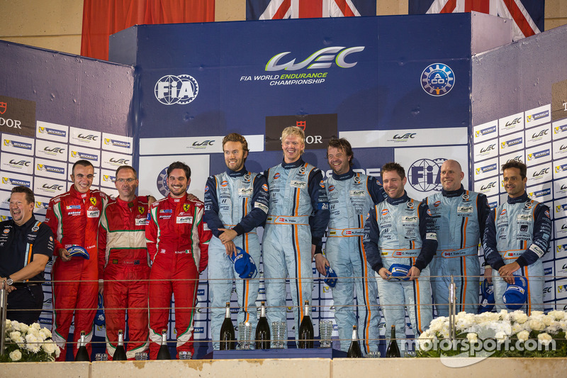 LMGTE Am podium: 1er lugar Kristian Poulsen, David Heenemeier Hansson, Nicki Thiim; 2do lugar Stephen, Michele Rugolo, Andrea Bertoleni; 3er lugar Paul Dalla Lana, Pedro Lamy , Christdefer Nygaard