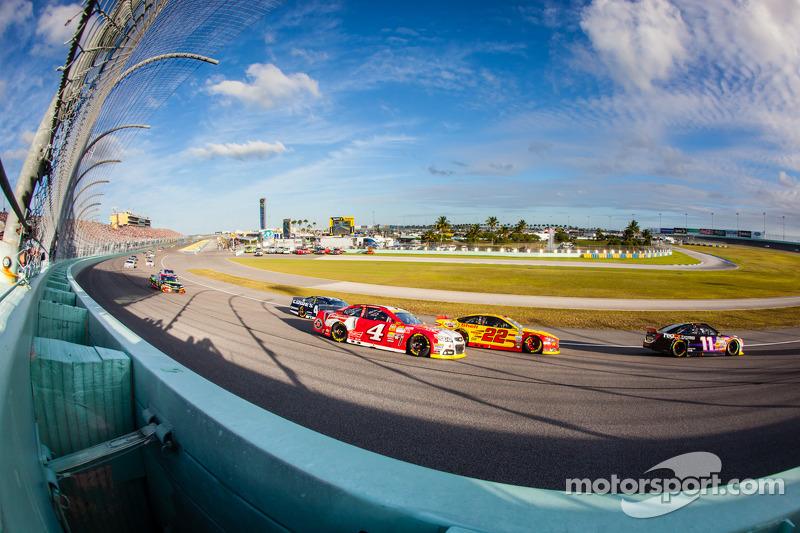 Denny Hamlin, Joe Gibbs Racing Toyota, Joey Logano, Penske Ford Takımı, Kevin Harvick, Stewart-Haas